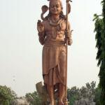 Posąg Śiwy z trisulem (trójzębem)